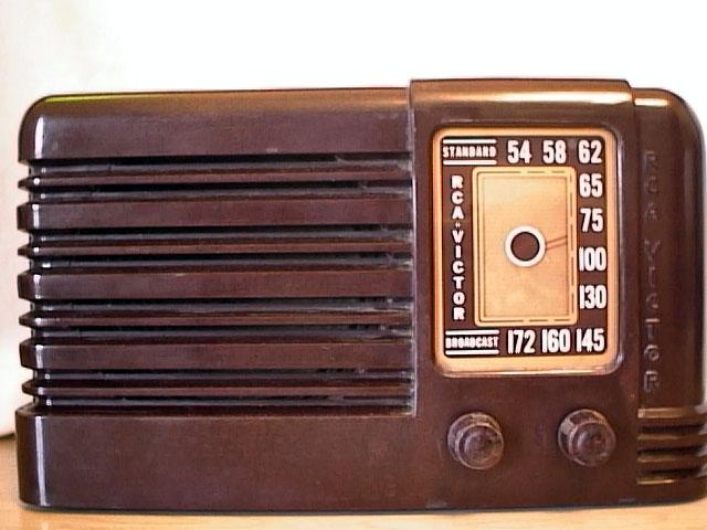 http://www.antique-radios.net/radpix/r.c.a/LitleNip/brnbak.jpg